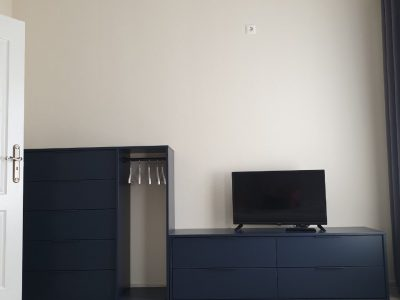 105 szoba tv, gardrób